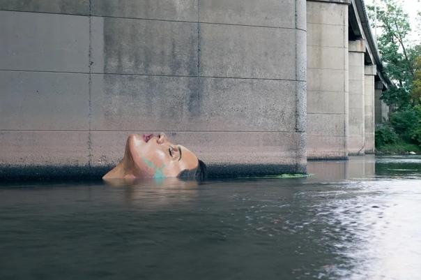 Шон Йоро (Sean Yoro художник-самоучка, более известный под псевдонимом Hula. В мир стрит-арта он попал в 2015 году, когда фотографии его необычных работ начали стремительно вируситься в