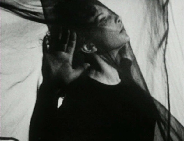 Подборка кадров из фильма Полуденные сети, 1943 год. Режиссёр: Майя Дерен, Alexandr Hacenschmied