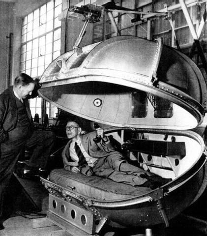 Спецкапсула Уинстона Черчилля, в которой тот путешествовал в самолёте во время войны Должность премьер-министра требовала от Черчилля частых перелётов на самолёте. Поскольку шла война, то