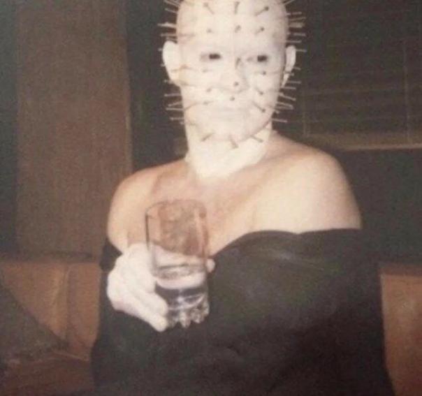 Элегантный Даг Брэдли на съемках «Восставшего из ада», 1987 год