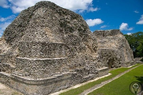 Руины города Рио-Бек, Мексика