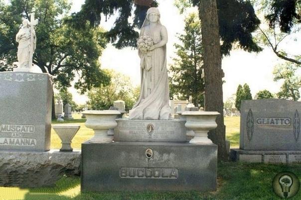 Загадка нетленного тела Джулии Петта Джулия Петта умерла в 1921 году во время родов и ее ребенок тоже погиб. Обоих захоронили в одном гробу на кладбище в Чикаго. Но спустя несколько лет мать