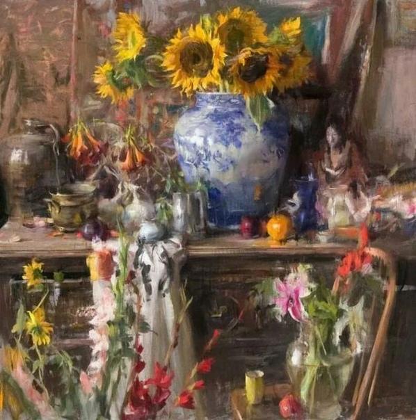 Вьетнамский художник Куанг Хо (Quang Ho родился в 1963 году в городе Хюэ, Вьетнам. Его семья иммигрировала в Соединенные Штаты в 1975 году и теперь Куанг Хо является гражданином США. Его