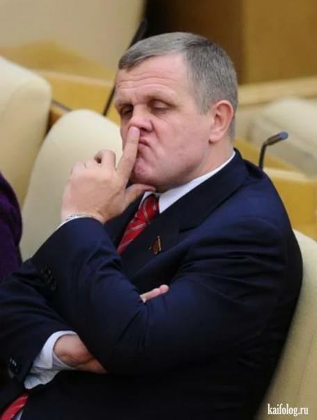 В России очень сложно сокращать штат чиновников! С 1 января до 1 апреля планируется сократить до 20% штата бесполезного офисного планктона. Реформа не коснется органов, напрямую подчиненных