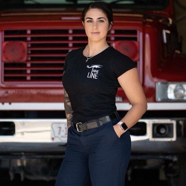 Сотрудница американского пожарного участка зачастую любила делать по несколько фотографий на рабочем месте После она публиковала их в соцсетях.Начальник службы попросил ее удалить фотографии, но