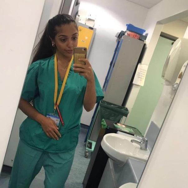 Жительница Великобритании имея финансовое благополучия, осознано отправилась добровольно работать медсестрой Таким образом она хочет помочь в столь сложный период борьбы с коронавирусом.«Мне