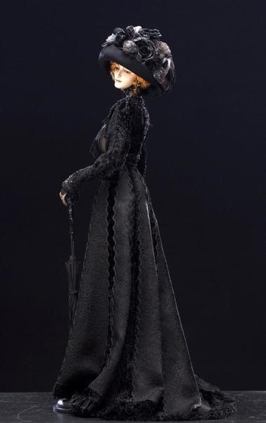 В юные годы Александра была как все девочки: обожала играть в куклы, могла придумывать разные сценарии игр Но вот в одном маленькая Саша отличалась от остальных девочек: уже с детства девочка