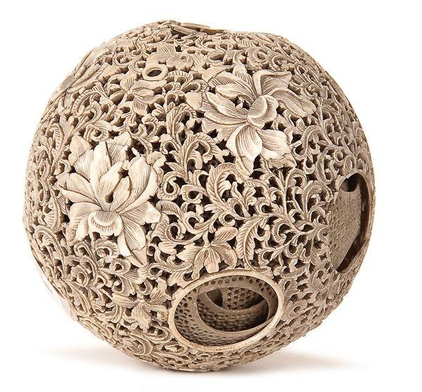 «Дьявольские шары». Эти штуки представляют из себя шары, сделанные, как правило, из кости, причем технология их изготовления поражает здесь как бы один шар вложен в другой, причем шар внутренний